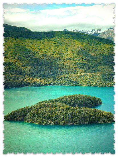 ostrov-na-ozere-Gutierres-v-Patagonii