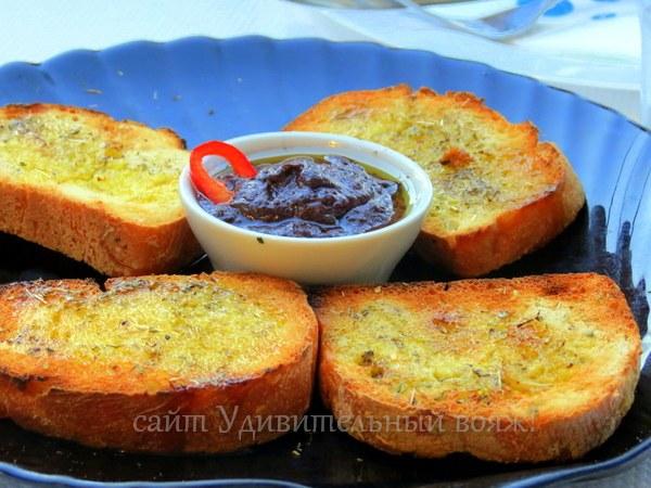 гренки с соусом и специями