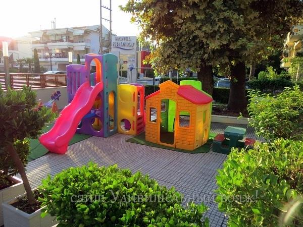 На территории отеля Кронос (Kronos)