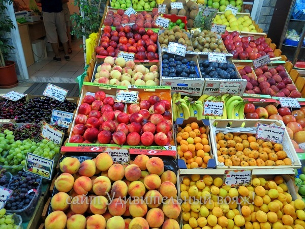 фрукты в Греции