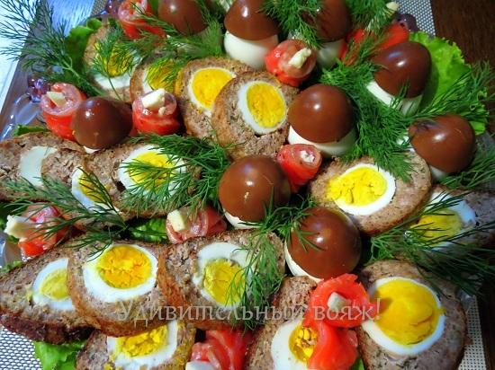 Рулет из фарша с яйцом