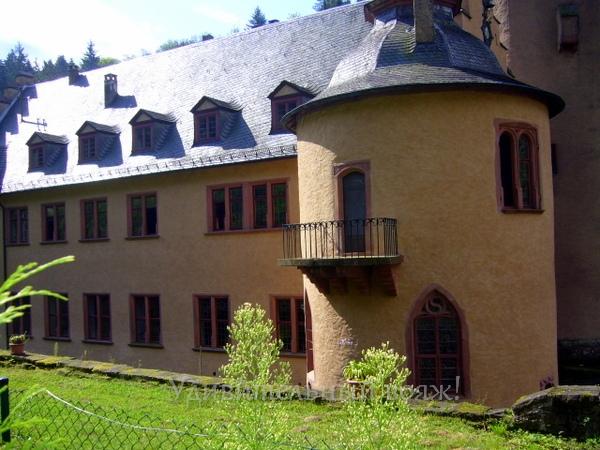 замок в Баварии Меспельбрунн (Mespelbrunn