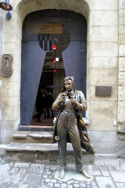 памятник во Львове - Леопольд фон Захер Мазох