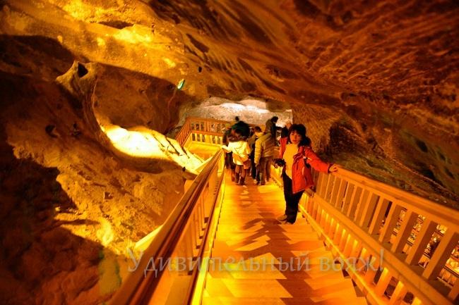 Спуски между уровнями в шахте Величка
