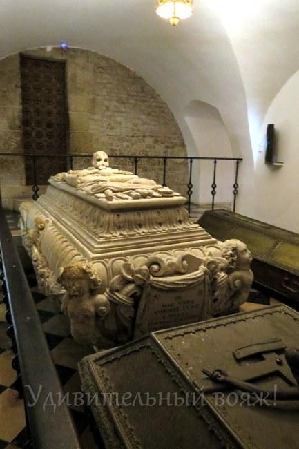 Кафедральный собор, усыпальница монархов