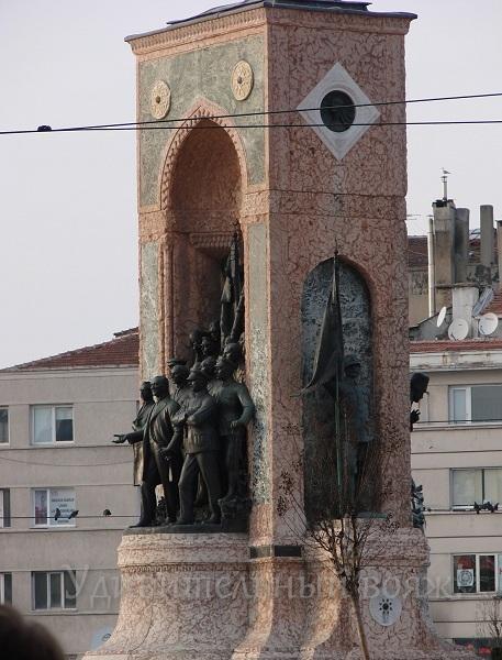 памятник в Стамбуле Кемалю Ататюрку