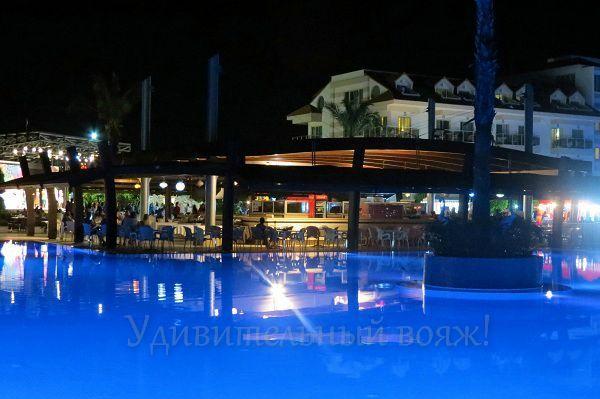 бар в отеле Grand Pearl Beach Resort