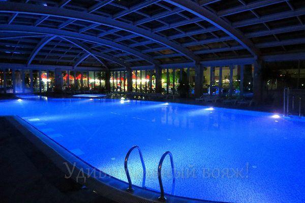 Крытый бассейн в отеле Grand Pearl Beach Resort