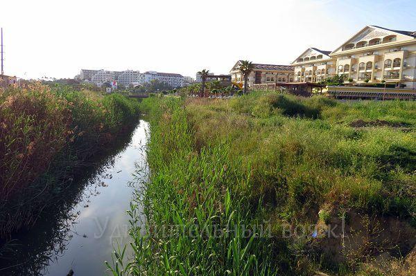 территория вокруг отеля Grand Pearl Beach