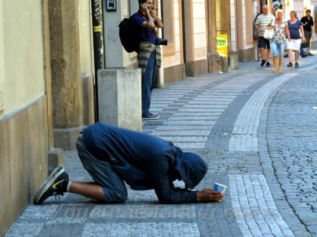 попрошайки на улицах Праги
