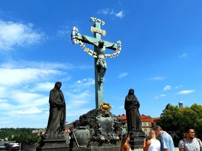 статуя Святого Креста на Голгофе