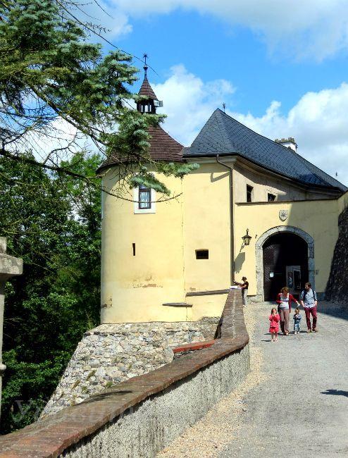 центральный вход в замок Штернберг