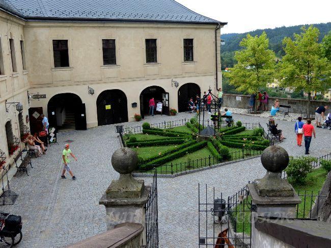 на внутреннем дворе замка Штернберг.
