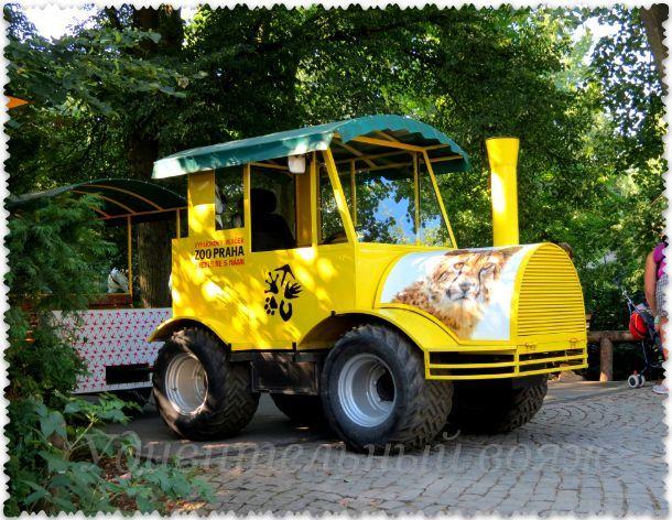 экскурсионный поезд в Пражском зоопарке