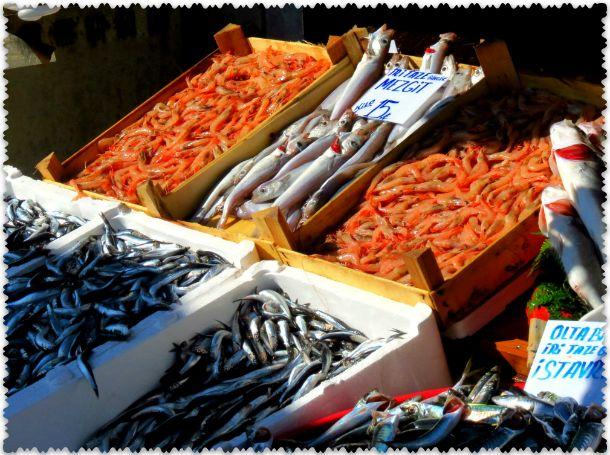 рыбный рынок в  Каракёй