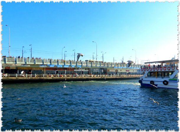 Галатский мост через пролив Босфор