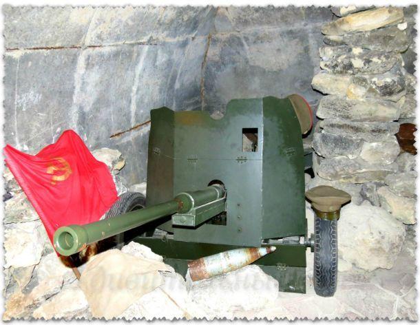 Выставка оружия в Аджимушкайских каменоломнях