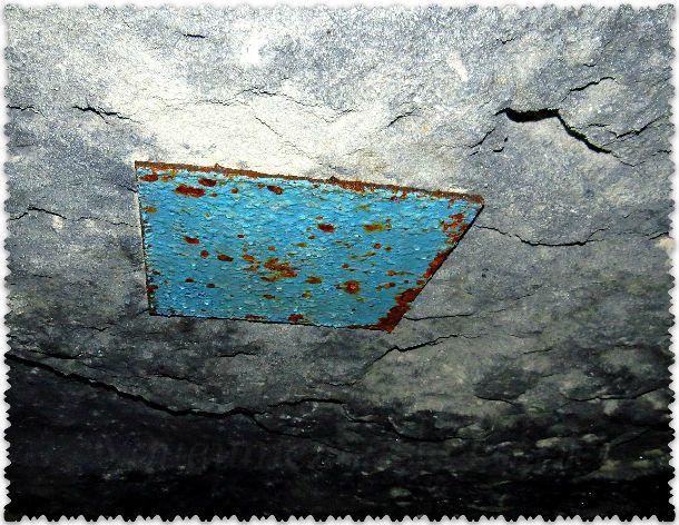 крепление на потолке в катакомбах
