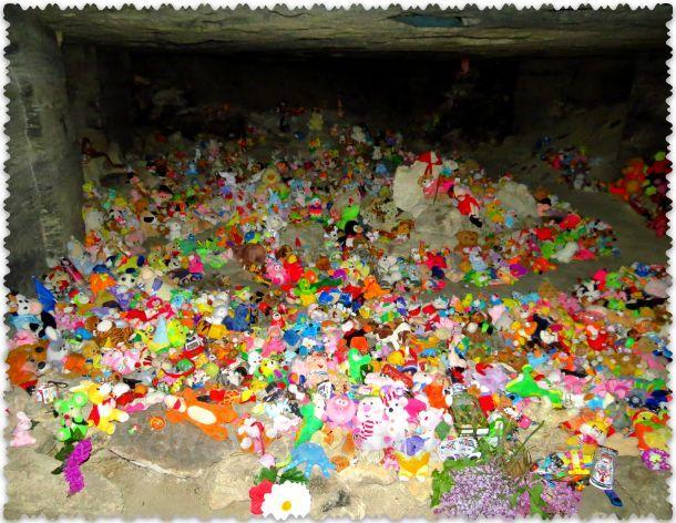 детское кладбище в Аджимушкайских каменоломнях