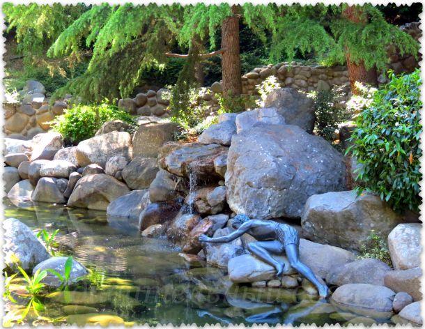 Narciss - skul'ptura v parke Paradiz
