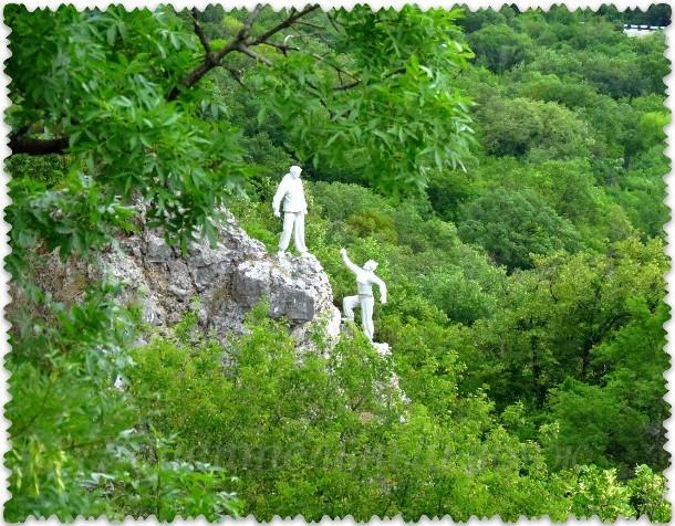 figury skalolazov na gore Aj-Nikola