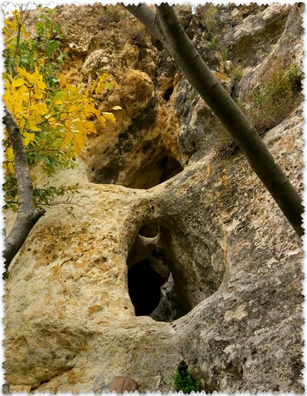 гроты и пещеры рядом с Белой скалой