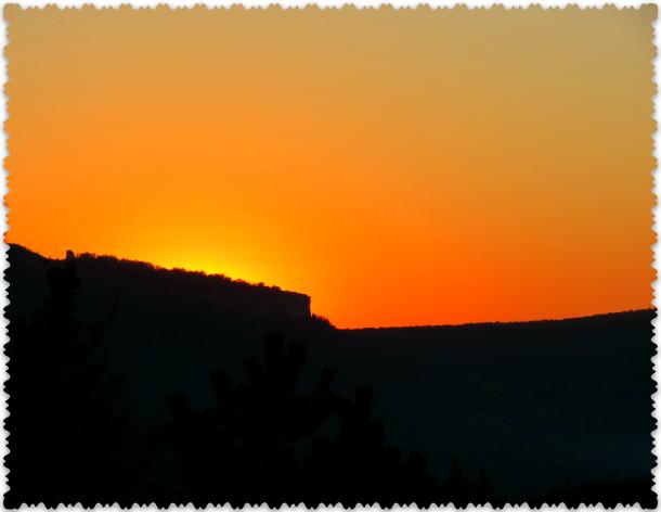 закат в горах Крыма