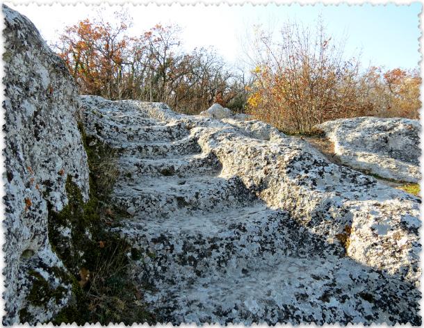 kamennye stupeni v gorodishhe Jeski-Kermen