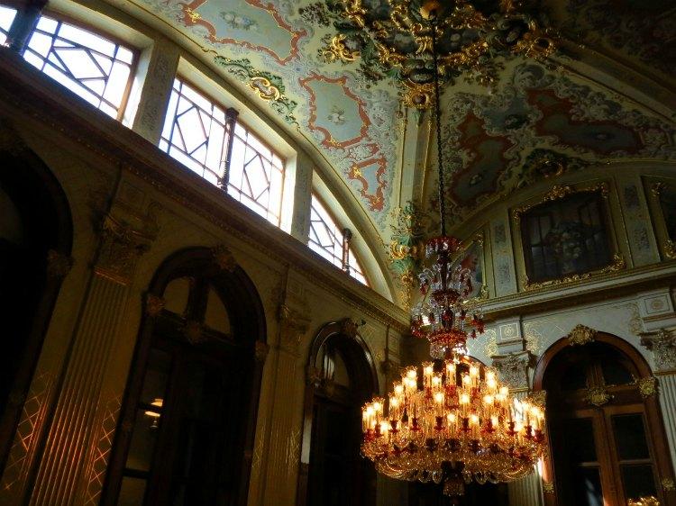 chto posmotret' vo dvorce Dolmabahche