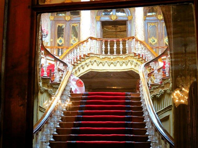 jekskursija vo dvorecDolmabahche v Stambule