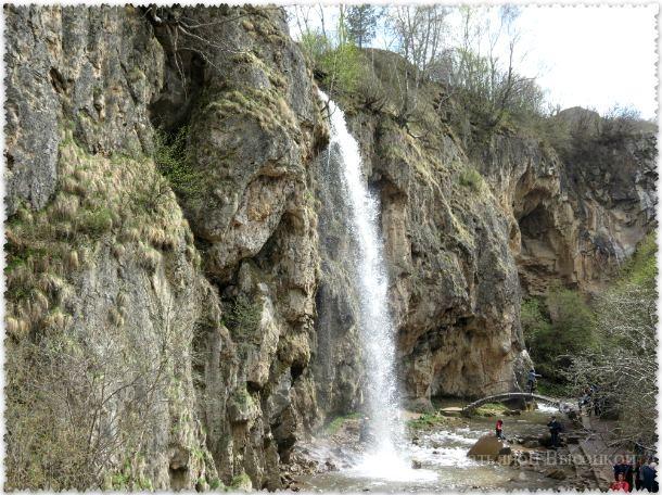 Medovye vodopady v Karachaevo-Cherkesii
