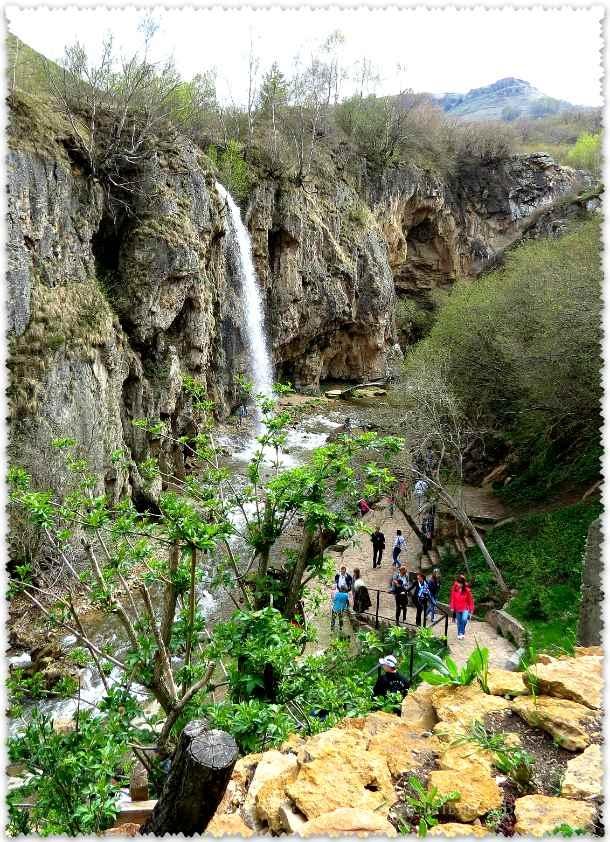Medovye vodopady v mae