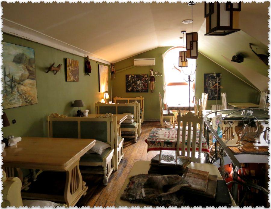второй этаж в кафе Антресоль