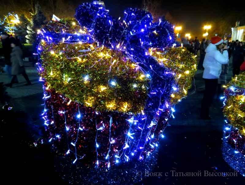 novogodnjaja installjacija v Sevastopole