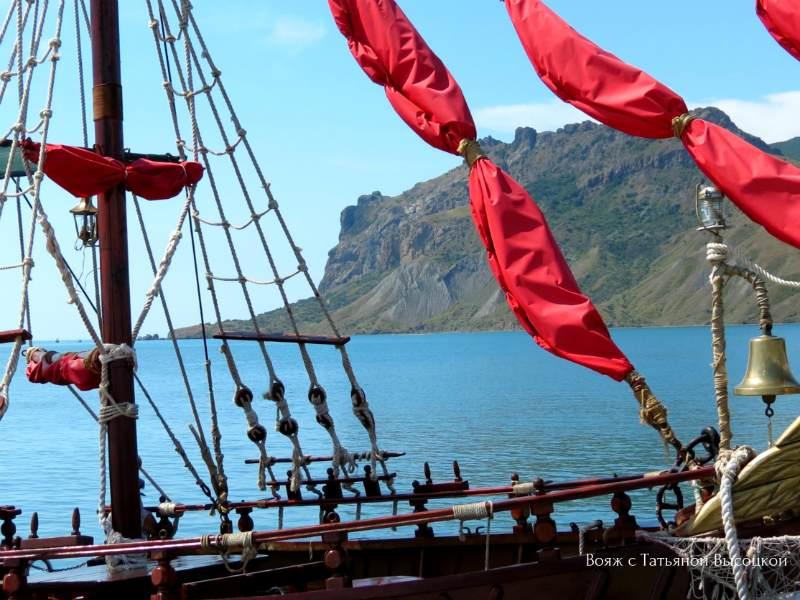 morskaja jekskursija na katere «Assol'» vdol' Kara-Daga, k arke «Zolotye vorota»