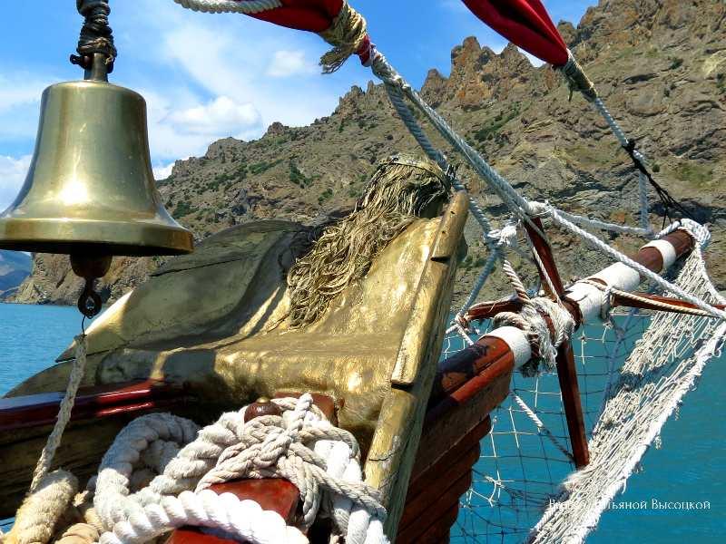 morskaja jekskursija vdol' Kara-Daga