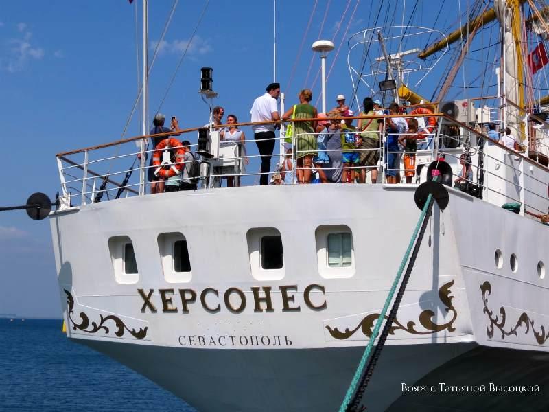 iz Sevastopolja v Feodosiju pribyl «Hersones»