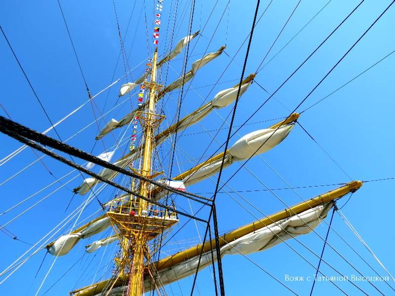 fregat «Hersones» v Feodosii