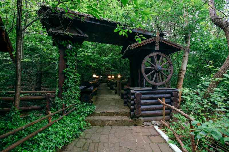 restoran vozle gory Stavri-Kaja