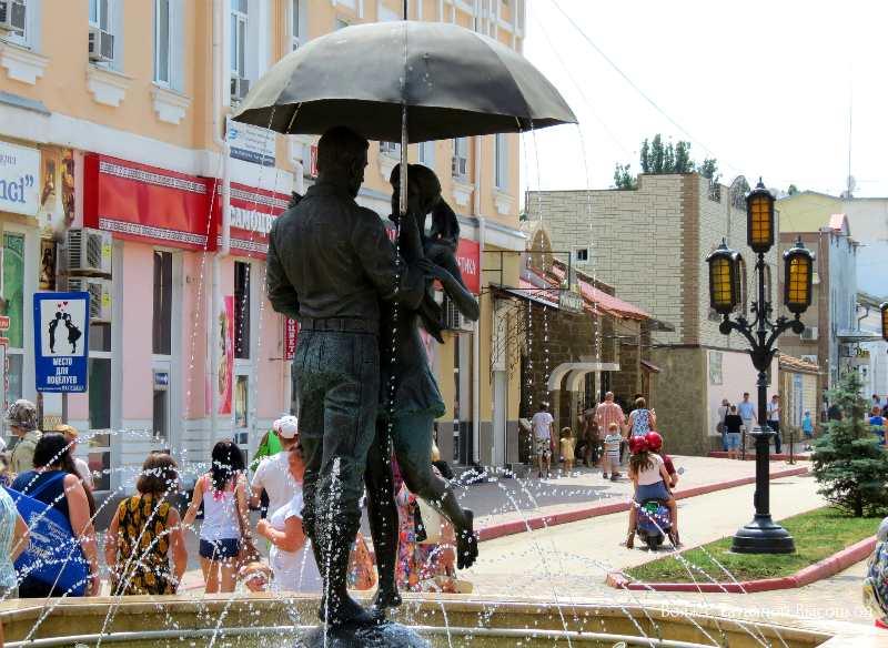 fontan vljublennym v Feodosii
