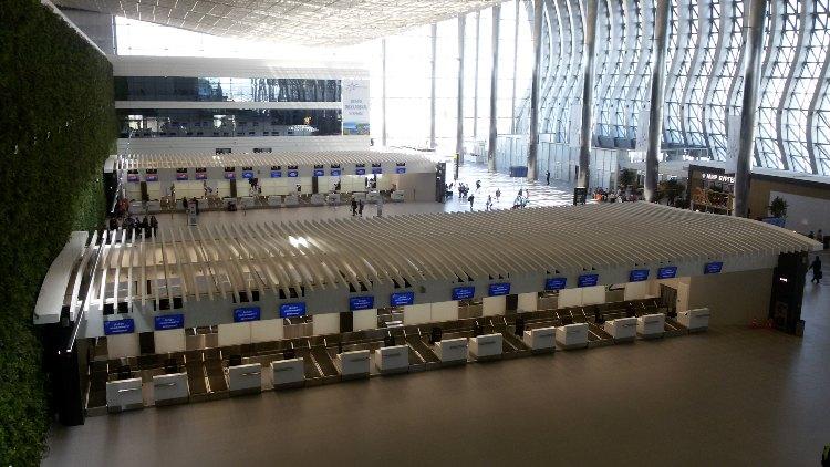 zal ozhidaniya v aehroportu Simferopol'