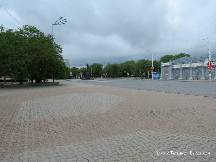 teatralnaya-ploshchad-v-evpatorii