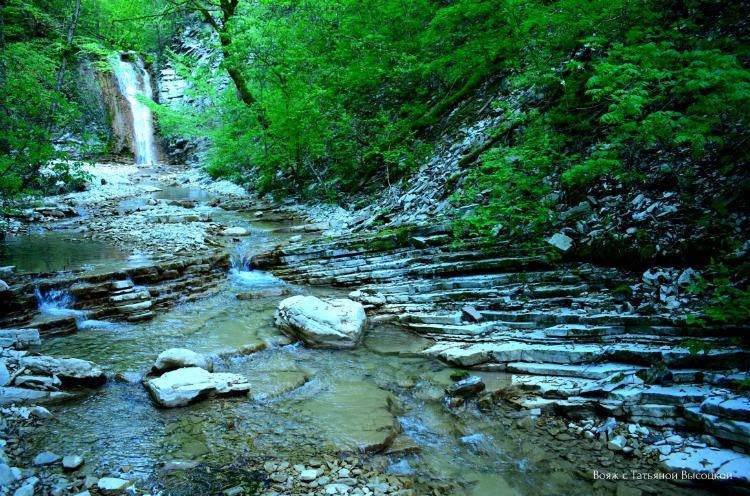 ehkskursiya-na-pshadskie-vodopady