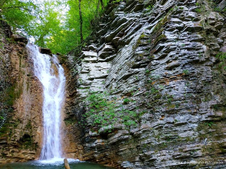 pshadskij-vodopad-v-aprele