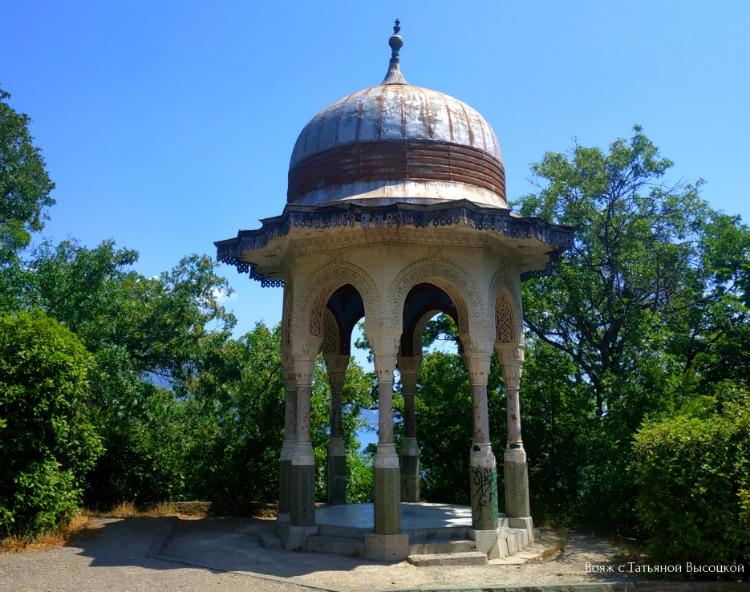 tureckaya-ili-serebryanaya-besedka-v-livadijskom-parke